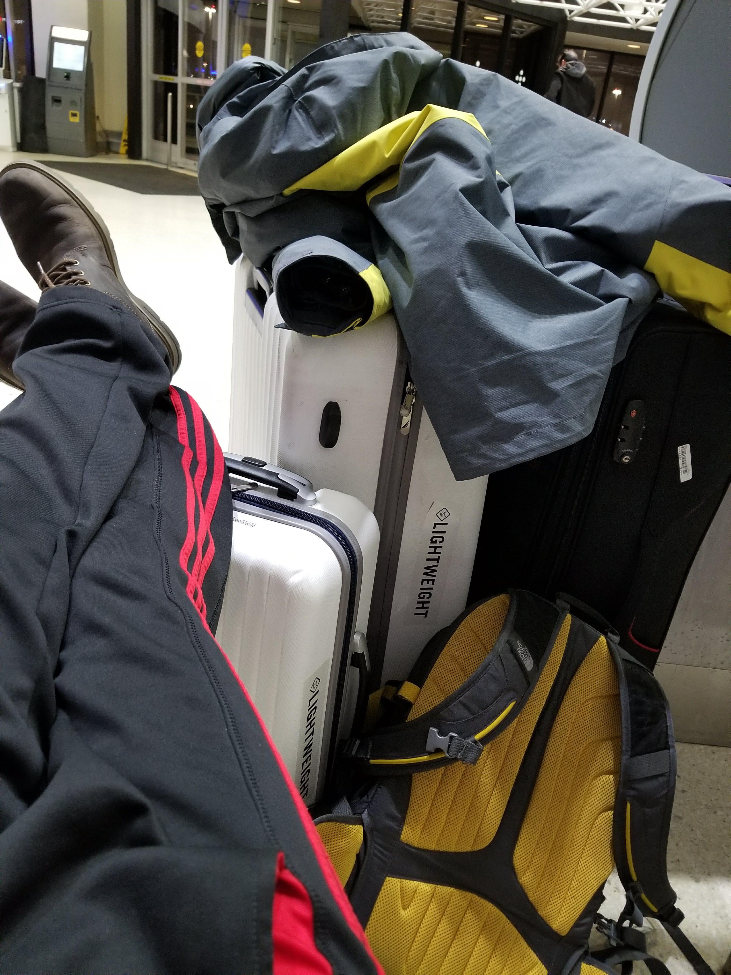 记在纽瓦克机场度过的一晚 - 记在纽瓦克机场度过的一晚